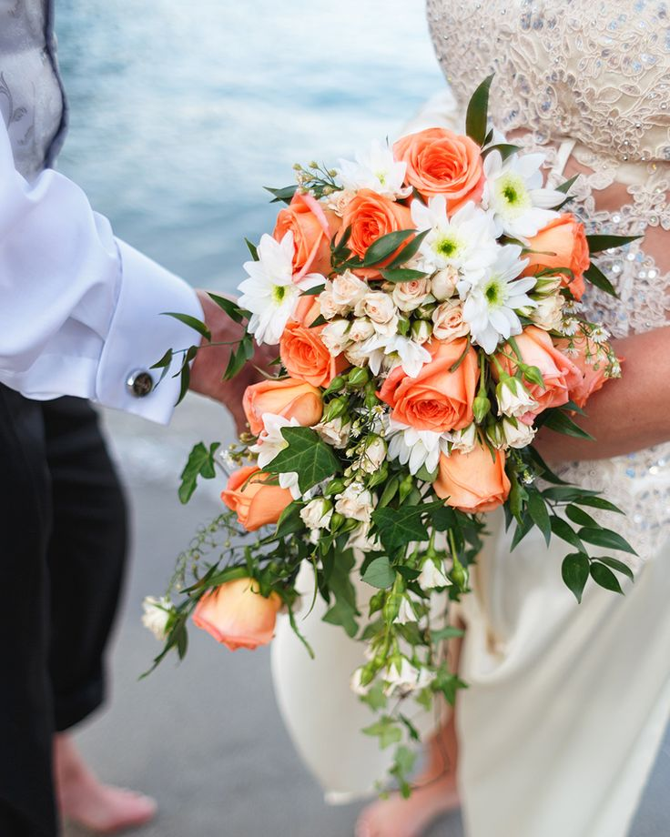 Would you like to exchange words of eternal love and experience true romance by the shore at the Cove? Ask us for our tailor-made wedding events and honeymoon packages
