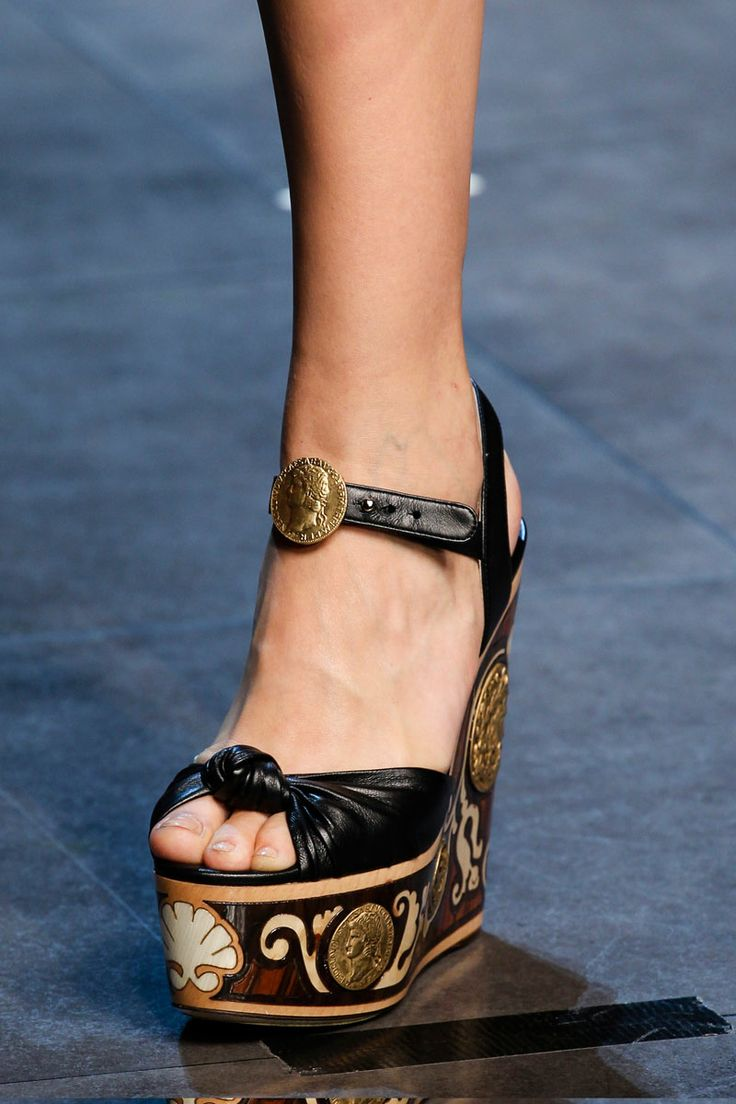 dolce-and-gabbana-ss2014-runway intense gold dress shoes | Fashion Victim's Diary