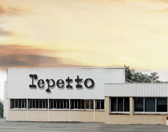 2011: to meet considerable demand, in particular from the Japanese and Korean markets, Repetto expands the factory in Saint Medard d'Excideuil by an additional 3 000 m2, in order to produce 500 000 pairs of ballerina shoes a year.