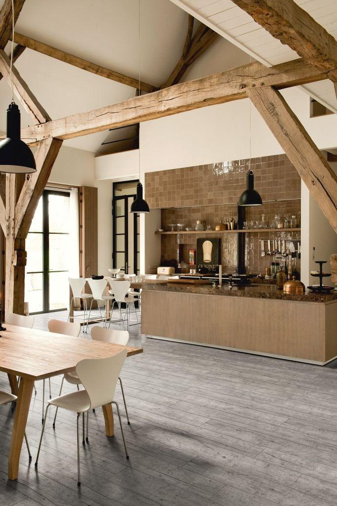 Cuisine ouverte -  Lames vinyles à coller Livyn EssentIal V4 chêne vieilli gris - Saint Maclou