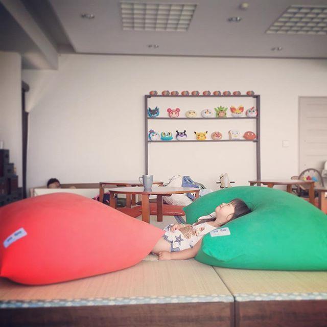 Beautiful nap time with comfy mega-size pillows. #heavenly #nap #jetsetterbaby #atami #khaosanatami #babyjetsetter #yogibo #naptime