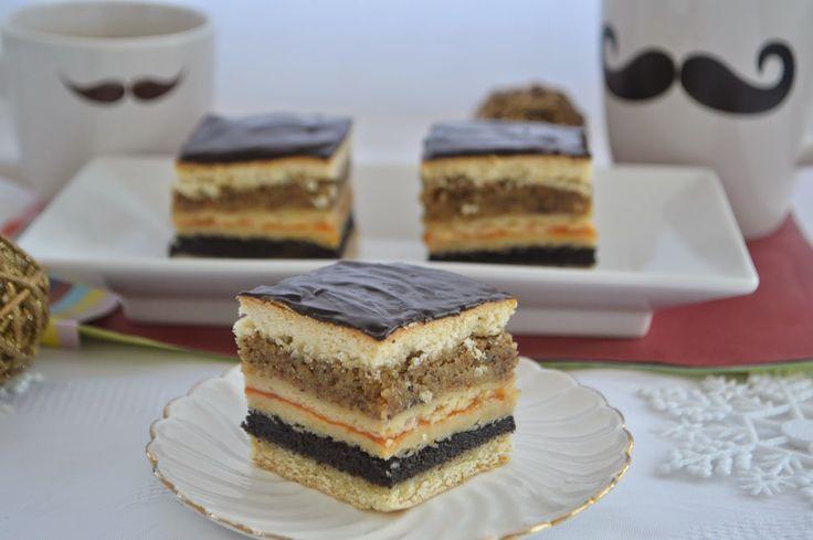 Pe masa din bucatarie: Prajitura cu mac, dulceata de caise si nuca