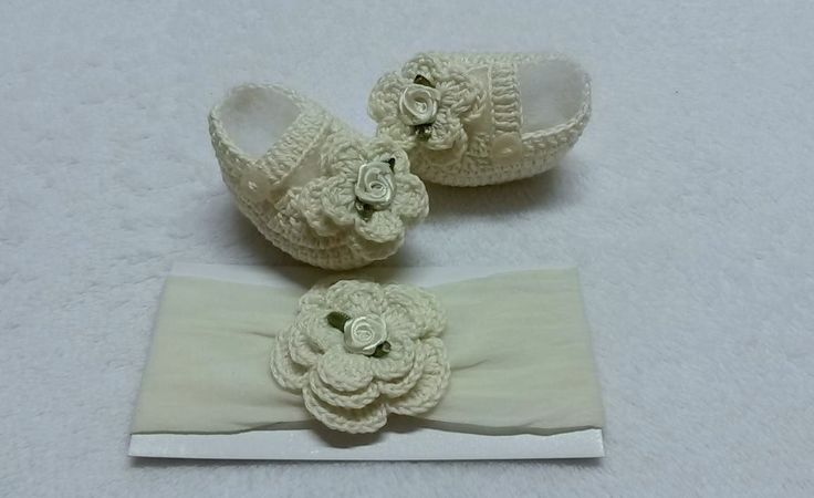 conjunto de sapatinho e faixa de cabelo feito em linha ... pode ser feito em outras cores..... todo produto é feito sob encomenda de acordo com o tamanho do bebe....