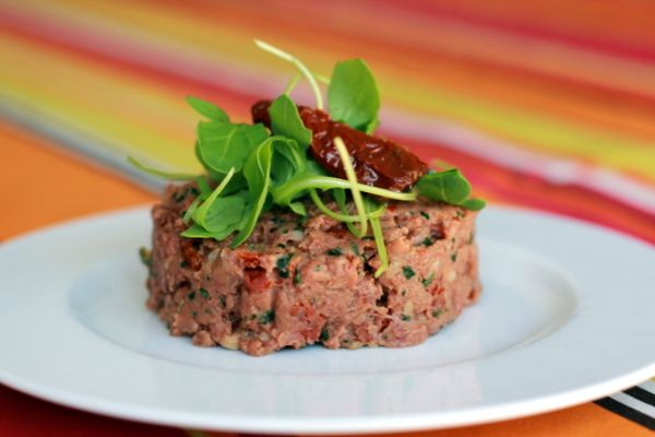 Recette de Tartare de boeuf aux tomates séchées au Thermomix - Yummix