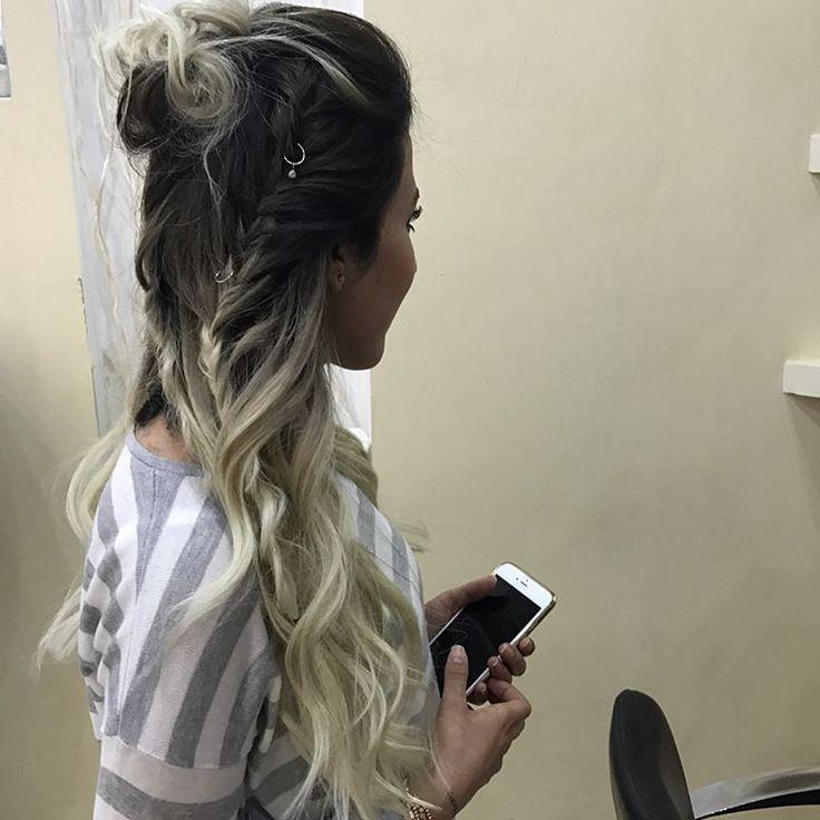 Saçınız ne durumda olması nın bizim için bir sorun olacağını sanmıyoruz . �� bilgi ,tecrübe ve  kaliteli malzeme ✊��Kıskandıracak bakışlara alışın yeterli @dnmz_srp  iyi günlerde kullan ����✋�� #mikrokaynak #mikrobantkaynak #kaynaksaç #saç #hair #uzunsaç #ombre #ombrehair #loreal #matrix #blondehair #instagram #instahair #instamood #instadaily #like4like #followforfollow #gaziantep #gaziantepfan #gaziantepkuafor #gaziantepuniversitesi #gaziantepdeyince #gaun #hasankalyoncuüniversitesi…