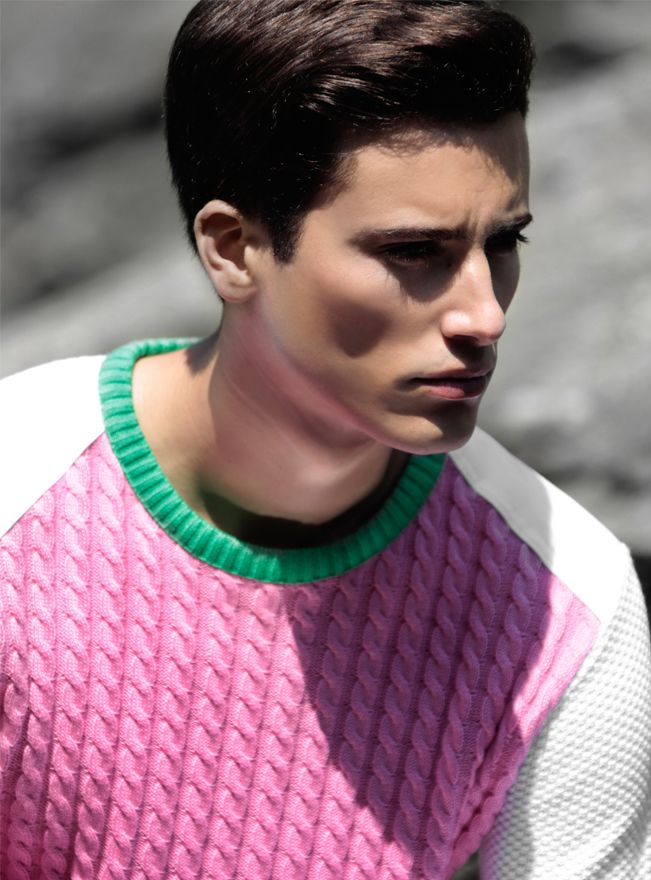 Pull Pic de Nore en coton avec une finition bord côte au niveau du col, des poignets et de la taille. Modèle très travaillé avec un mélange de plusieurs types de mailles entrelacées. L'originalité de ce pull en fera une pièce unique de votre dressing.  http://www.pic-de-nore.com/fr/detail/pull-multimailles-rose #picdenore #madeinfrance #pull #mode #fashion #homme