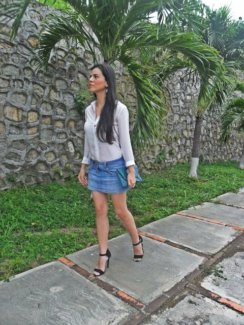 Un Must Have: Minifalda de jean / H&M White Shirt / Bershka Denim Mini Skirt / Forever21 Strappy sandals / Nine West Green Clutch