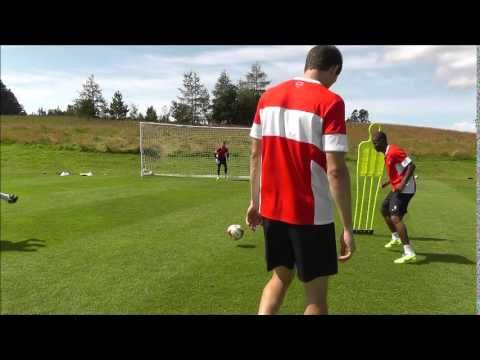 TRAINING: Finishing Masterclass with the Leyton Orient stikers - YouTube