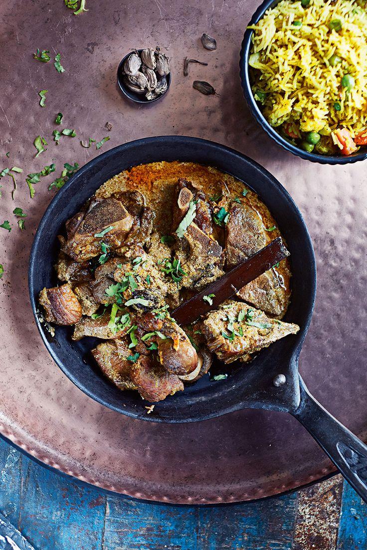 Prøv en ny vri på høstens lam med Niru Kumras oppskrift på Rogan Josh, en enkel og smakfull indisk lammegryte.