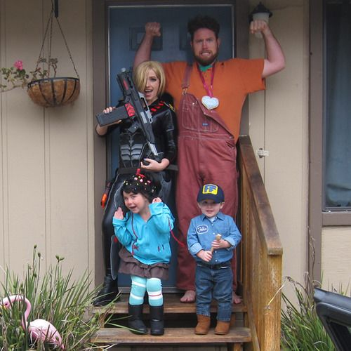 Cute family Halloween costumes! Wreck it Ralph! Disney Absolutely LOVE THIS!!!