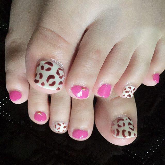 💅🏻 レオパード柄×ピンクフットネイル🐆💖 * * * #ジェルネイル#ネイル#セルフジェルネイル#セルフネイル#レオパード#レオパード柄#レオパードネイル #ヒョウ柄#ヒョウ柄ネイル#美甲#フットネイル#gelnails #gelnail #nail #nails #nailstagram #leopard#footnail