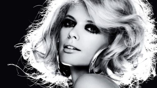Julia Stegner showcases a 1970s-inspired look. Dramatic lashes + a bronzed finish = bombshell glamour.