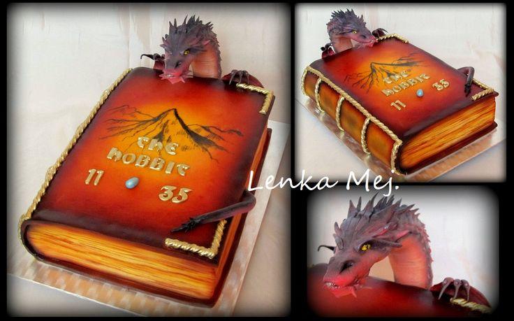 Kniha Hobit ze které vylézá drak Smaug