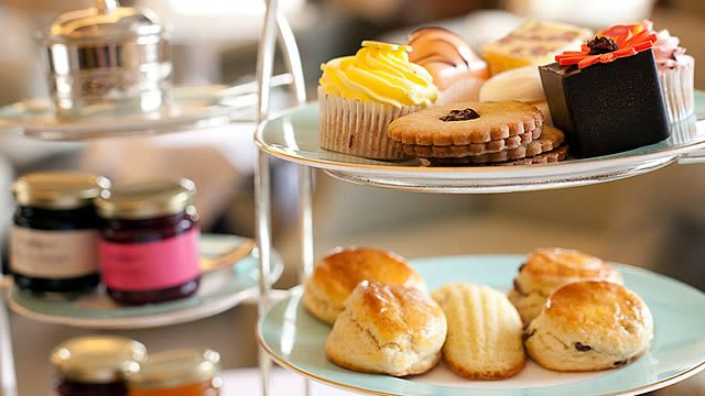 afternoon high tea in london   ... leave here the list with the most iconic places in london to do it