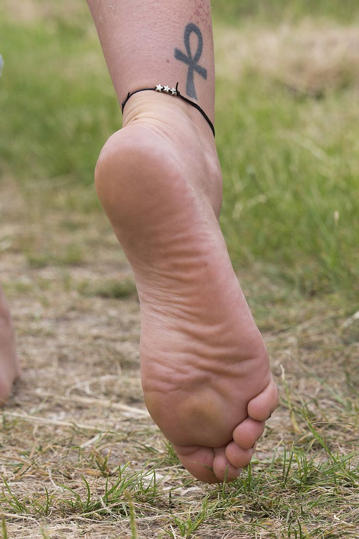 Girls nude feets are