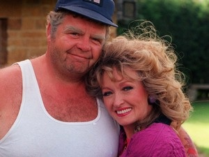 Geoffrey Hughes has died aged 68. :(....this photo is not from Coronation street, but rather Keeping up Appearances...he played on both