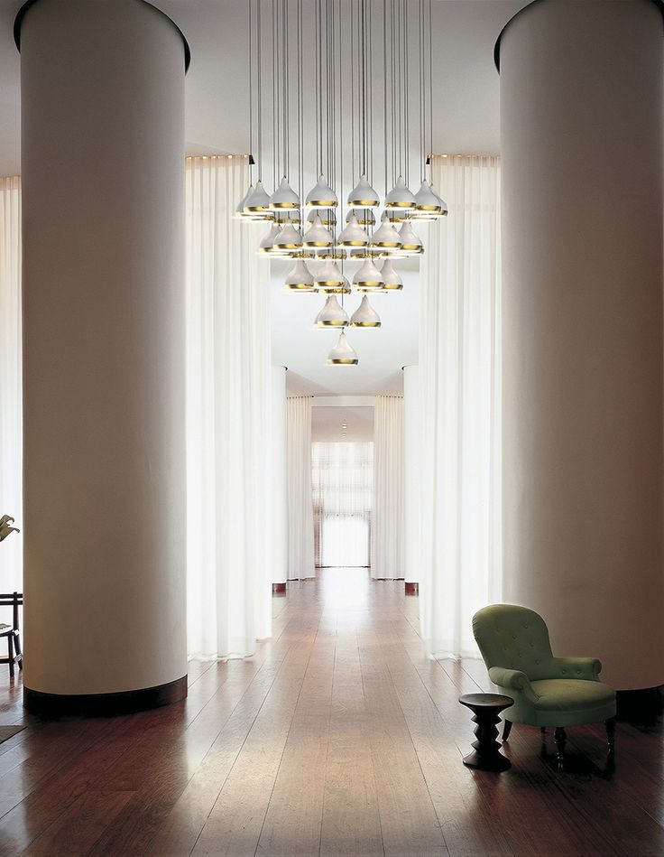Hanna is a vintage suspension fixture which suits perfectly an entrance for any house design. Its structure made in brass reports to a classical ambiance. This magnificent pendant lamp is elegantly composed by five lampshades made in aluminum by artisans who apply delicately an ancient technique called hand metal spinning.