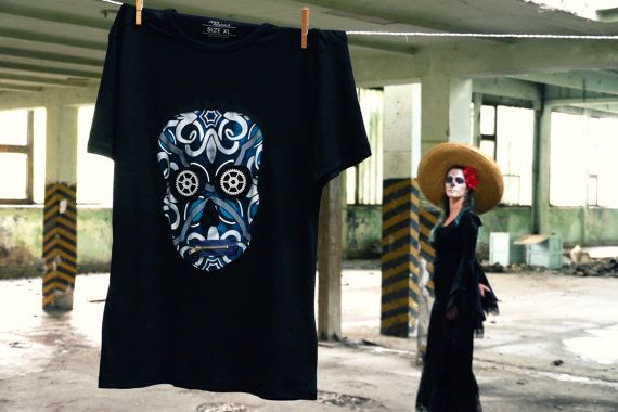 Fashion: Mens round neck short sleeve Color: Black Sample: Skull Pattern color: Blue pattern T-shirt with accessories such as zipper and cogwheel(painted wood) T-shirt material: Cotton  Exact dimensions  Size: XL Length(measured from shoulder): 73cm (28,74 inch) Width(measured at breast): 48 cm (18,9 inch)  40 degrees(inside ou) Washable with friendly washing.