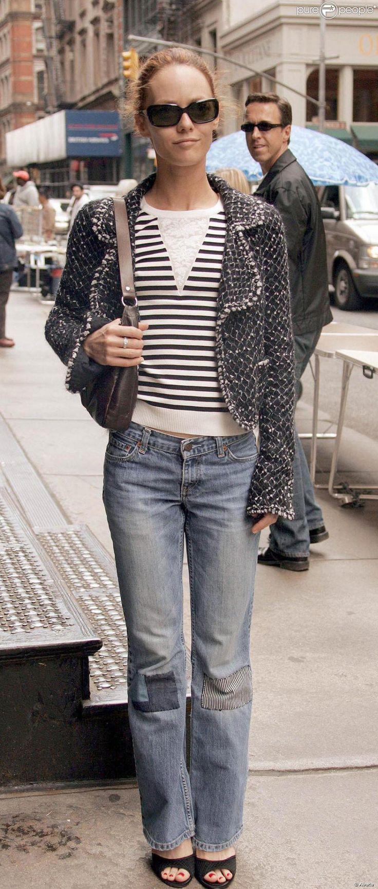 Vanessa Paradis joue sa Parisienne parfaite à New York en la portant avec un jean rapiécé.