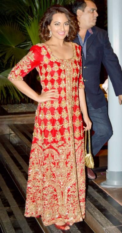 Sonakshi Sinha wore a red and gold floor-length dress on Arpita Khan's wedding reception. She truly looked like a diva as she teamed up this glamorous dress with her cool new hairstyle. - bollywoodshaadis.com
