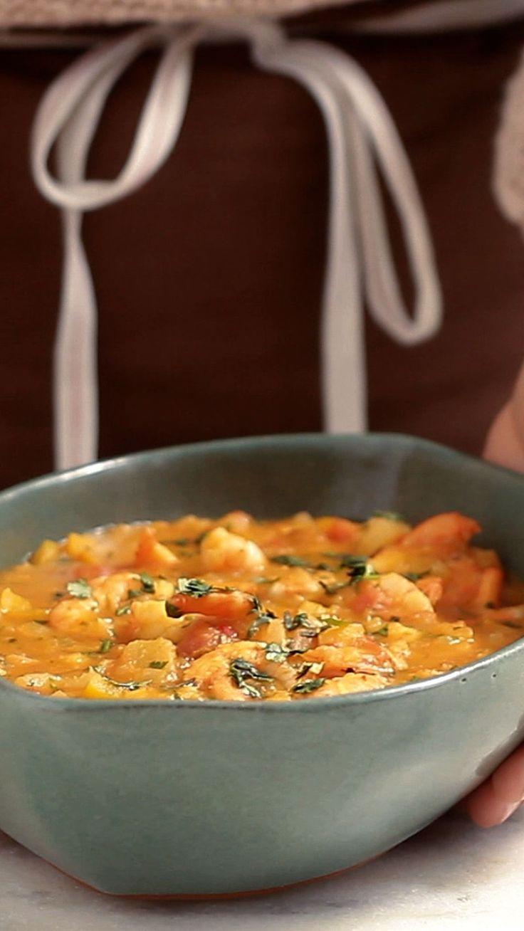 Esta receita de bobó de camarão fica super cremosa e gostosa.