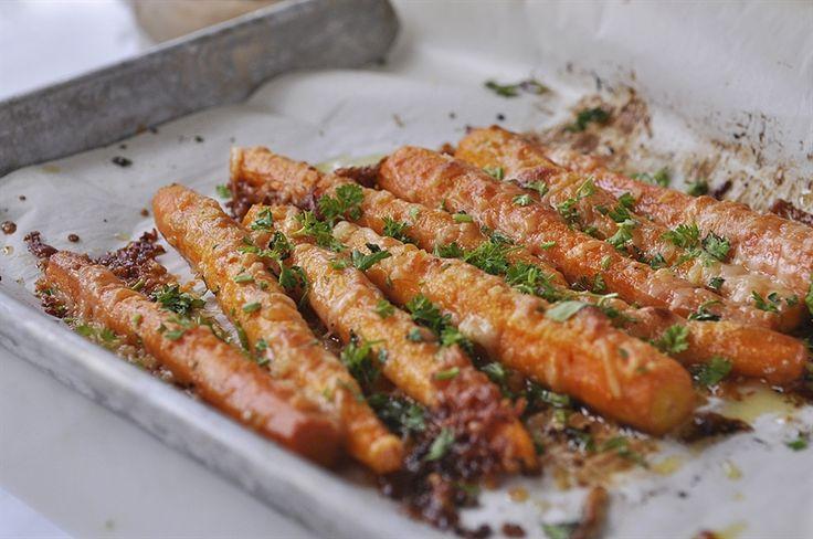 Parmesan Roasted Carrots || yourhomebasedmom.com