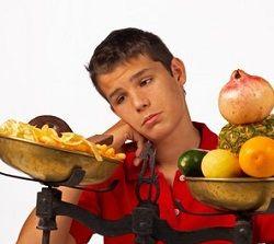 """Tot mai multi dintre cititorii nostri ajung la noi cautand diete pentru copii, adolescenti si tineri, si asta nu e de mirare. Dietele pentru tineri au mare cautare din cauza ca exista """"clienti"""". Viata adolescentilor de azi impune si atrage regimuri care nu sunt sanatoase pentru ei, de aceea incercam sa echilibram balanta cu aceste sfaturi de dieta pentru liceeni, mai ales pentru ei deoarece programul lor zilnic este hotarator in sanatatea lor."""