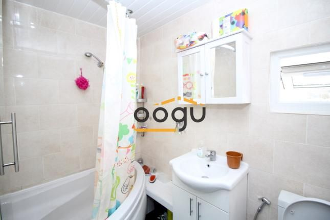 3 bed end terrace house to rent in Shaggy Calf Lane, Slough SL2 -              £1,450 pcm