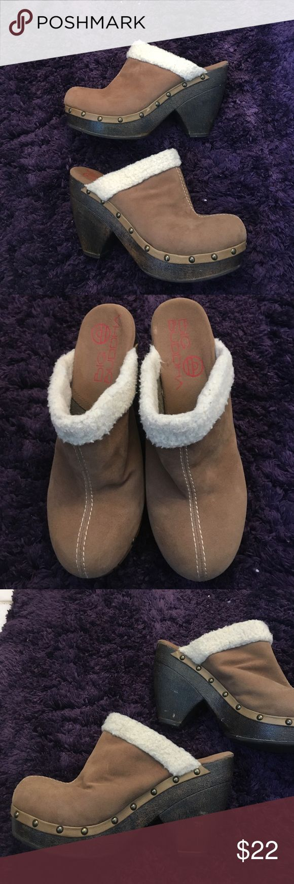 """Big Buddha clogs size 9 Very comfy big Buddha Vegan tan leather w/faux shearling trim. 4"""" heels. Rivet details around foot. Slight wear on heel & little dings on inside heels. Not noticeable when wearing. Great for fall! 9M Big Buddha Shoes Mules & Clogs"""