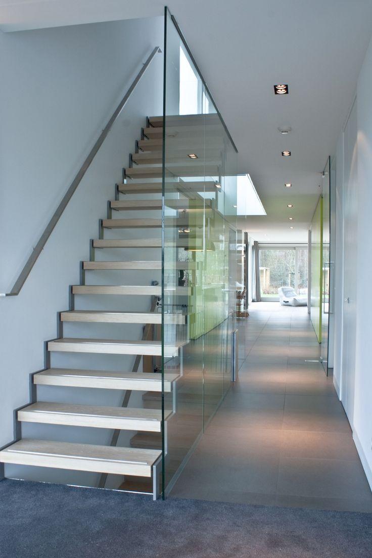 17 beste idee n over moderne trap op pinterest leuningen trappenhuis ontwerp en drijvende trap - Railing trap ontwerp ...