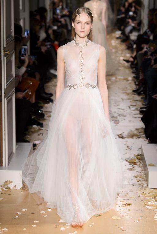 MODA.RU :: Путешествие в историю: показ Valentino на Неделе высокой моды в Париже