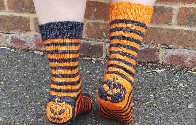 Hubble Bubble Double Trouble by Surfing Ducks  - Halloween knitting pattern for knitted socks