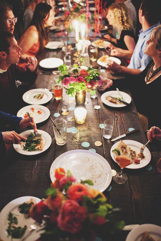 Perfekter Tisch für einen Abend mit Freunden