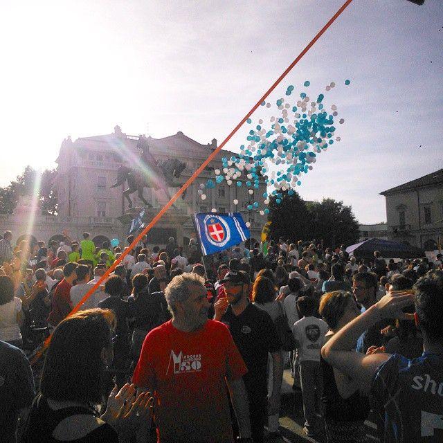 #flashmob con lancio di palloncini al termine della #festa dei #Fedelissimi del #novaracalcio! #vanovarava #semprepiuinalto #backhome