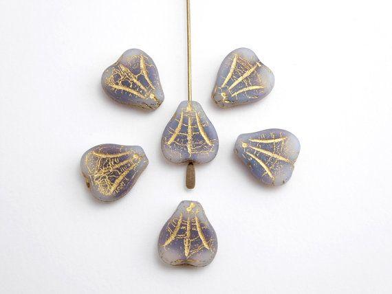 Perle di vetro Ceca 6 x 14x13mm fiore di giglio viola di Snoochy
