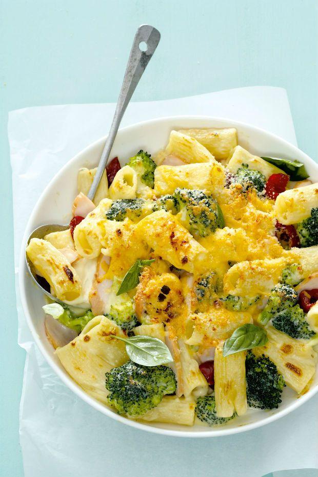 Uzené kuře s těstovinami a brokolicí