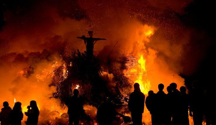 În 20016, un mafiot a ars de vie o vrăjitoare acuzată de un șaman care a spus că ar fi ucis un băiat. Credința în spusele şamanului sugerează faptul că nepalezii