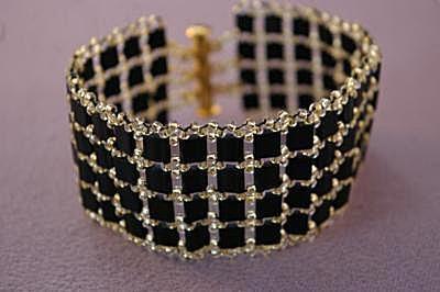 Wie man ein ausgefallenes Tila-Perlenarmband macht