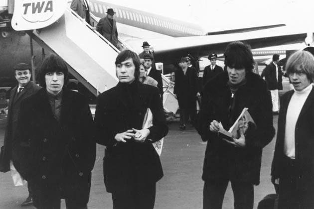 События 1 июня: 1964  группа The Rolling Stones прилетела в аэропорт им. Дж. Ф. Кеннеди в Нью-Йорке для проведения своего первого американского турне. 1966  Джордж Харрисон на концерте Рави Шанкара в Лондоне был потрясён его музыкой и игрой. 1967  вышел альбом The Beatles Sgt. Peppers Lonely Hearts Club Band  лучший альбом всех времён и народов по версии журнала Rolling Stone. 1997  в Екатеринбурге дебютировала группа Чичерина солист  Юля Чичерина. 2001  в результате теракта на дискотеке…