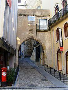 Porta e Torre da Barbacã – Wikipédia, a enciclopédia livre