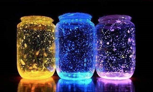 Így készíts foszforeszkáló üvegdekorációt!