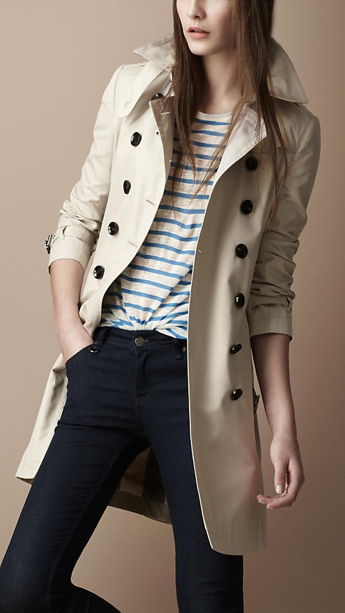 In desperate need of a classic Burberry trench. Ahhh.