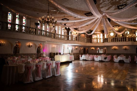 Are You Searching For A Setting To Host Your Wedding Within If So Our Palace Room Awaits You Isn T It Stunning Banquet Hall Banquet Wedding Decorations
