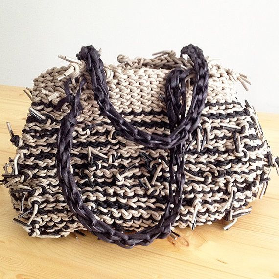 #Bauletto - Hand-woven bag - Hand Bag in hand, with two handles beige and dark brown. This bag was made with the plot at hand, so without the use of tools to do the knitting or crocheting. It has been used recycled material, in this case of the umbilical wax, shoe laces.  For having this bag in another color please email me a message!