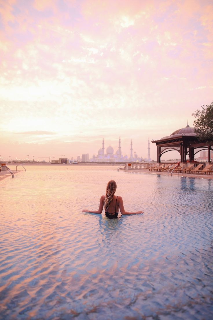 Pool time with a view on the Sheikh Zayed Grand Mosque at the Shangri La I Abu Dhabi http://www.ohhcouture.com/2017/04/abu-dhabi-2017/ #leoniehanne #ohhcouture