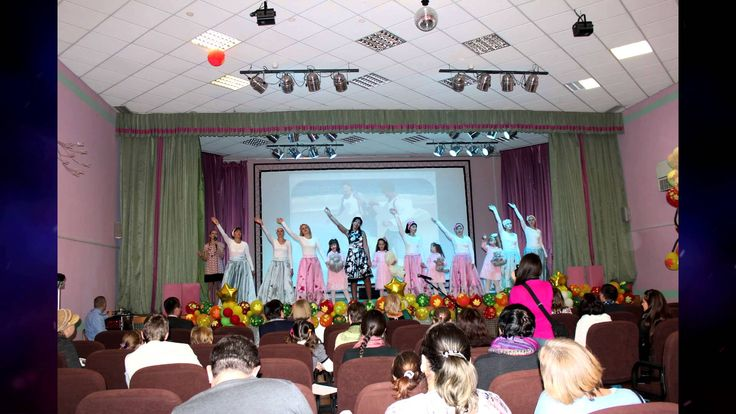 Воспитатели и дефектологи вместе с детьми показали гостям литературно-музыкальную композицию «Москва-город добрых дел», после которой, в ходе экскурсии, познакомили с условиями проживания воспитанников, с организацией коррекционно-развивающего обучения и социально-трудовой реабилитации. После экскурсии гости с удовольствием приняли участие в межгрупповых мероприятиях с детьми, организованных воспитателями.