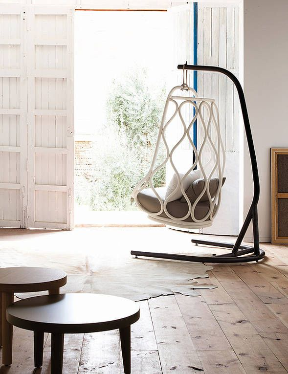 Expormim sa Nautica is a hanging seat that pays homage to one of the first pieces created by Expormim in the 70's.