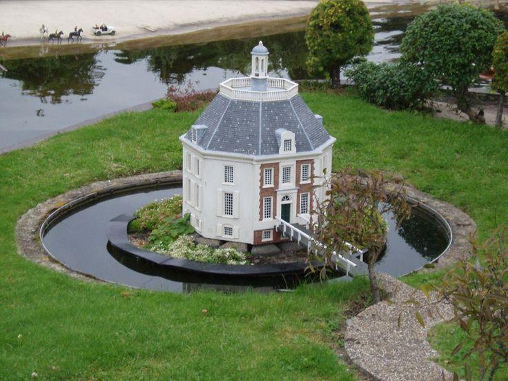 Castle Drakensteyn, Netherlands