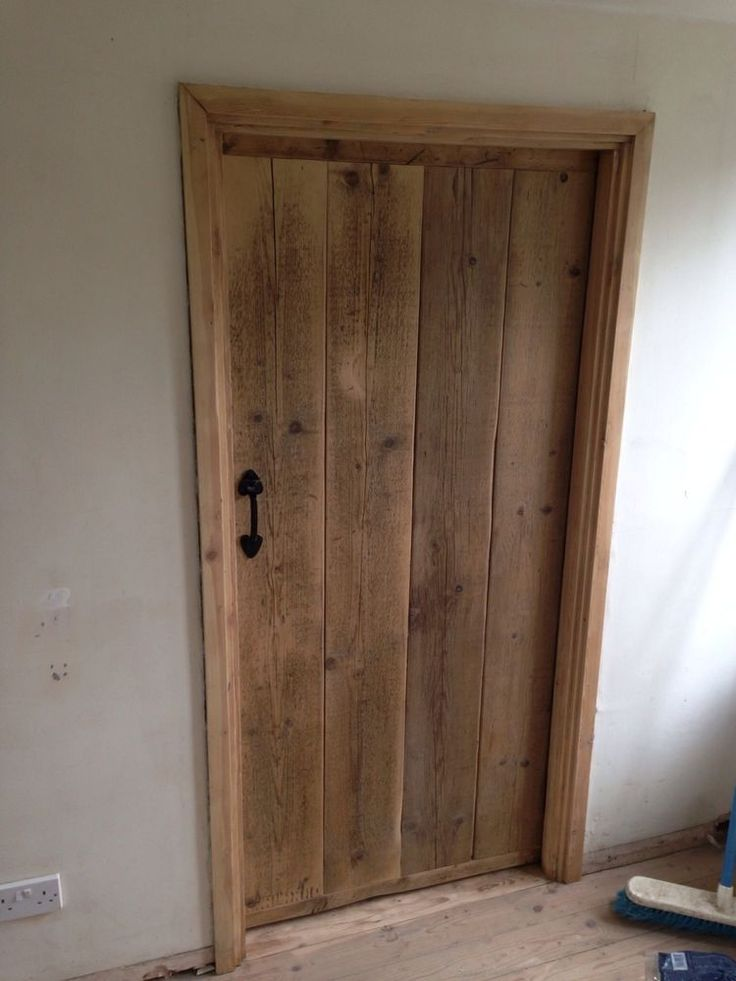 BEAUTIFUL RUSTIC OLD WORLD RECLAIMED TIMBER LEDGE AND BRACED DOORS