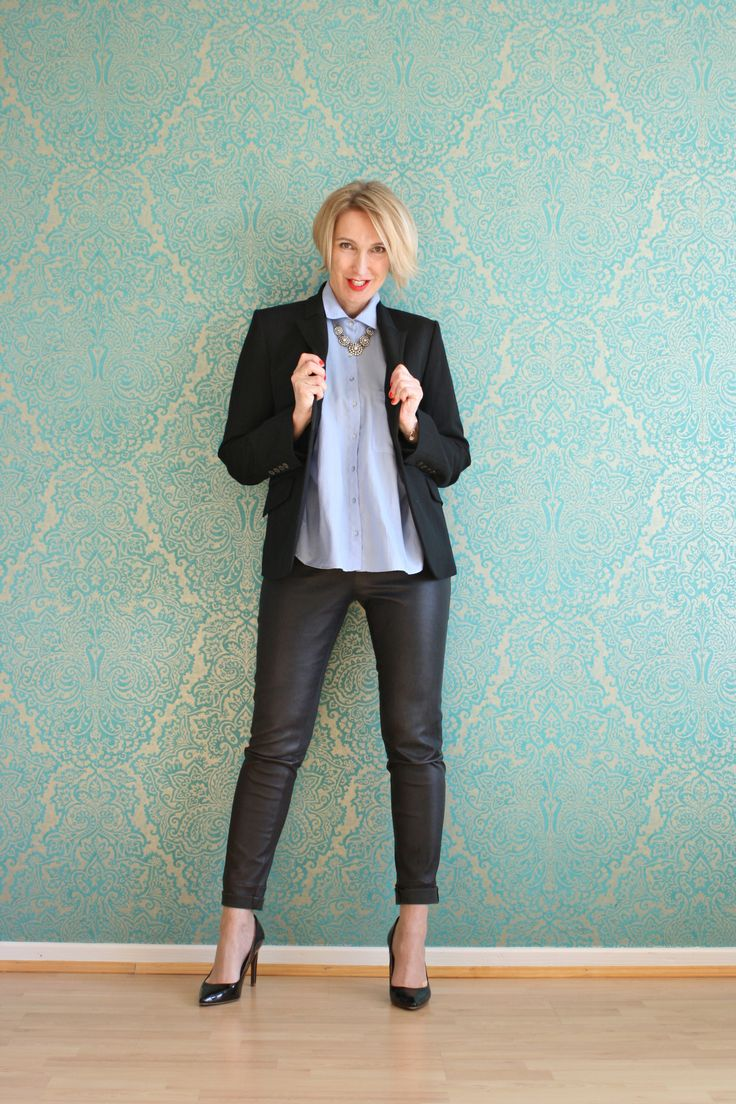 A fashion blog for women over 40 and mature women http://glamupyourlifestyle.blogspot.de/ Blazer and Blouse: Zara Leather Legging: Arma Collection Shoes Uterqüe